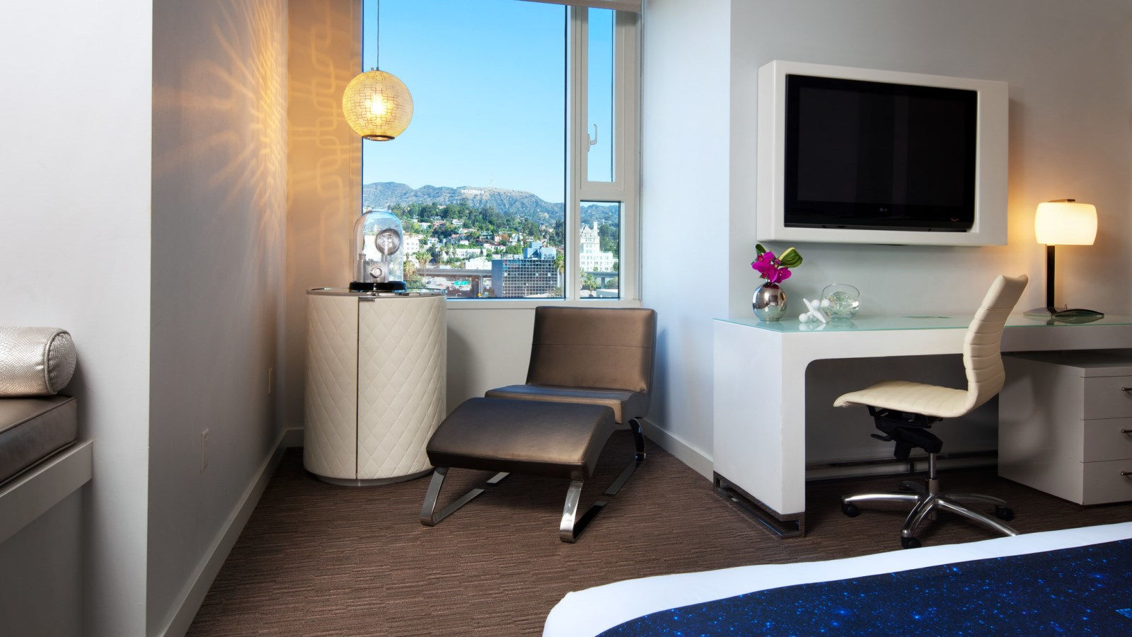 Hollywood Accommodation - Cool Corner Room | W Hollywood Hotel